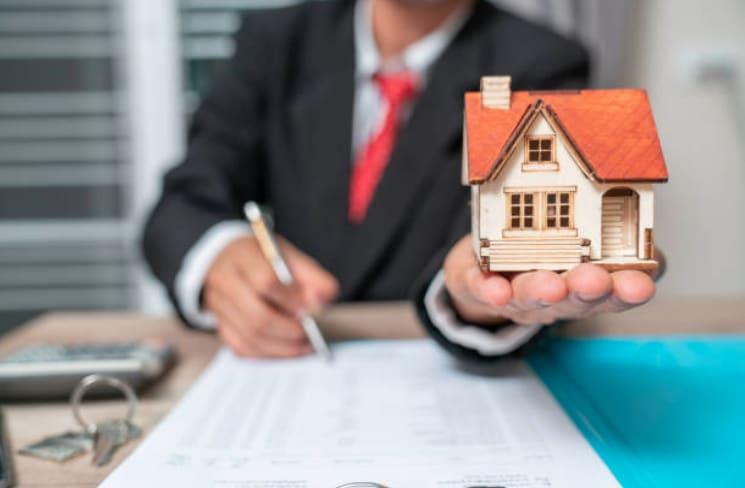 ¿Cómo funciona el negocio de bienes raíces?